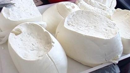 De ce nu trebuie să mâncăm brânză seara! Medicii avertizeaza