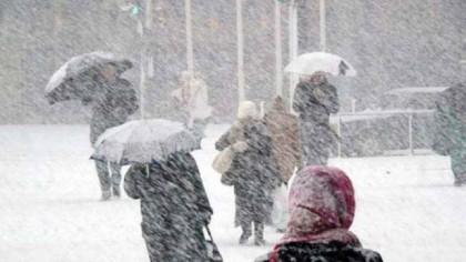 Vremea severă închide şcolile. Unde nu se merge la şcoală mâine