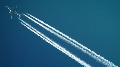 De ce avioanele lasă urme pe cer?