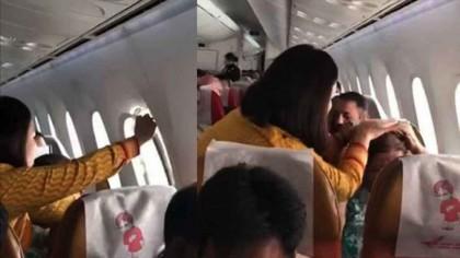 Pasageri terifiați după ce o fereastră s-a desprins în timpul zborului