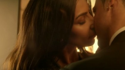 BOMBA! Cu cine se saruta Madalina Ghenea in aceasta imagine. Dovada video e online