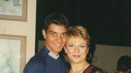 Îl recunoști? Acum 17 ani se fotografia cu Teo Trandafir și nu îl cunoștea nimeni. S-A SCHIMBAT TOTAL! Acum e ditamai VEDETA!!!
