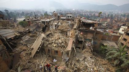 Cutremur URIAS de 7.2 grade! Este PRAPAD! Oamenii evacuati sunt pur si simplu terifiati. Doamne-fereste!
