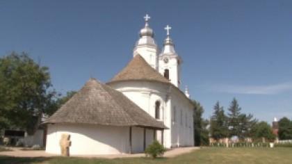 """În acest sat din România, localnicii cred că sunt protejați de un sfânt. """"E o adevărată minune ce se întâmplă aici!"""""""