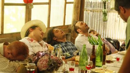 """Actorii din Las Fierbinți beau la filmări? Dezvăluiri din culisele celui mai popular serial din România. """"Ziua de filmare se face 4 zile"""""""