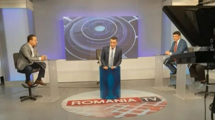 Moment penibil, în direct la România TV! Victor Ciutacu s-a băgat într-un butoi și... VIDEO