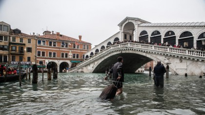 Veneția, inundată în cursul nopții de marți spre miercuri! Turiștii, evacuați