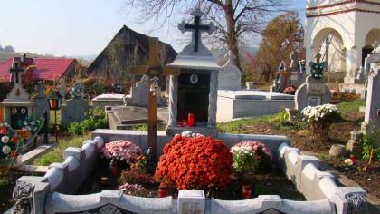 Cine este bărbatul găsit SPÂNZURAT de o cruce în CIMITIR