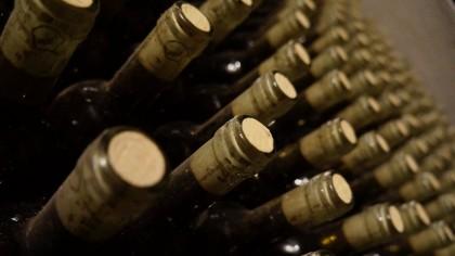 Pe mormântul cărui scriitor român scrie ca epitaf: Nu-l treziţi, că cere vin?