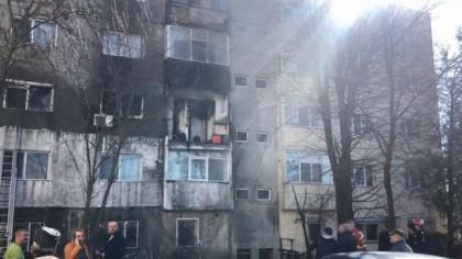 Braşov: Explozie urmată de un incendiu la un bloc de trei niveluri