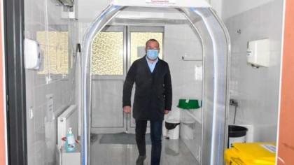 Șapte tuneluri de dezinfecţie au fost donate spitalelor din Gorj de către mai mulți oameni de afaceri