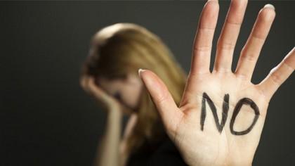 #protejaţifemeile/Victimele violenţei sunt pe un tărâm nesigur;preferă să stea într-un sistem viciat