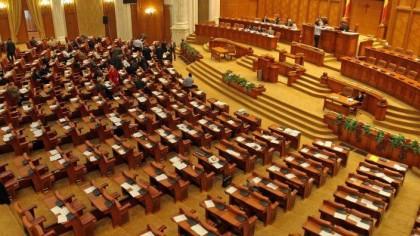 Camera Deputaţilor dezbate şi votează joi proiectul PSD privind amânarea plăţii ratelor bancare