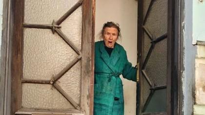 Reacția WOW a unei bătrâne de 90 de ani din București când a deschis ușa, în carantină